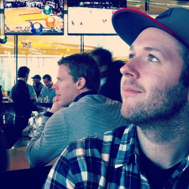 Saku Koivu hanging out behind us at the bar